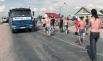 Оцепление полиции, выставленное вдоль автомобильной трассы Саратов — Самара после попытки перекрыть ее митингующими жителями г. Пугачева