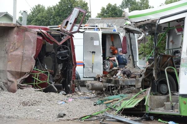 Уже через несколько часов после аварии выяснилось, что водителя КАМАЗа, который, предположительно, является виновником ДТП, за последний год шесть раз штрафовался за нарушение правил дорожного движения