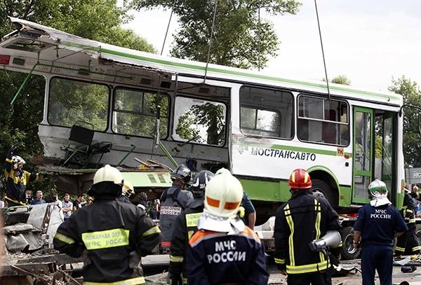 Пострадавших на каретах скорой госпитализировали в больницы Подольска и Троицка, а наиболее тяжёлых вертолётами доставили в НИИ им. Склифосовского в Москву.