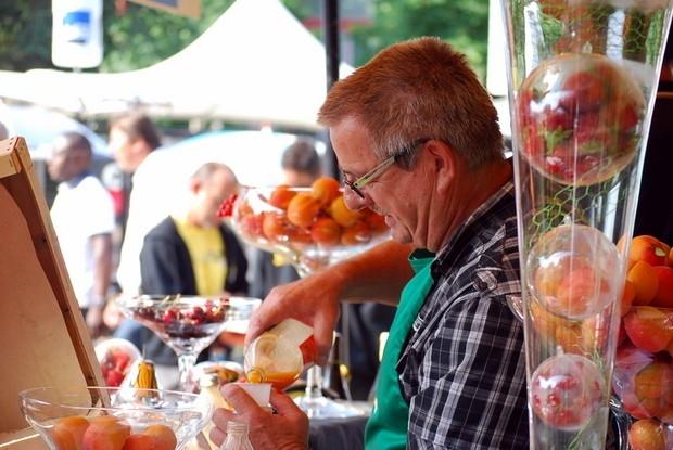 Каждый город старается угостить гостей Тур де Франс самым вкусным, что у него есть