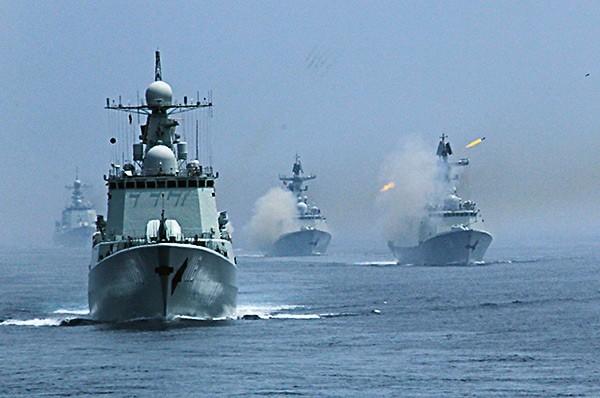 В крупномасштабных маневрах приняли участие 4 тыс. военнослужащих России и Китая.