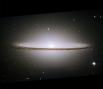 Галактика Сомбреро. Находиться на расстоянии 28 миллионов световых лет от Земли.Свое имя она получила за то, что в оптическом диапазоне предстает в виде светящегося облака эллиптической формы с ребром из темного вещества, и внешне напоминает мексиканское