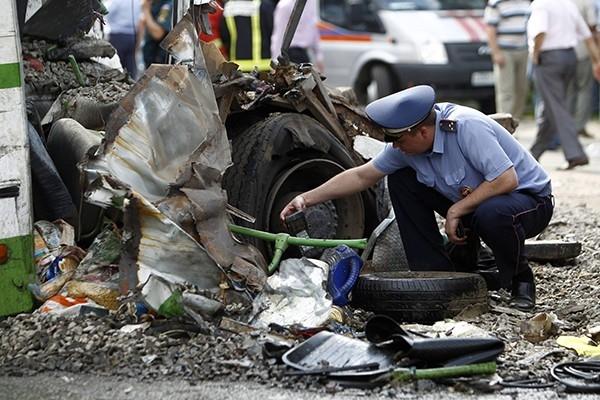 На место трагедии выехали 30 машин скорой помощи, а также вылетели пять вертолётов со спасателями и медиками.
