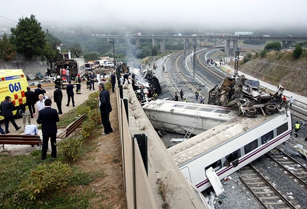 Машинист поезда, разбившегося в Испании вечером 24 июля, в результате крушения оказался зажат и не мог самостоятельно выйти из вагона