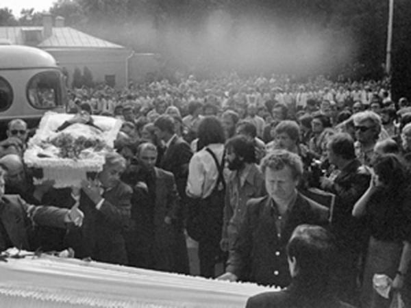 Непосредственная причина смерти остаётся спорной, так как вскрытие не производилось.