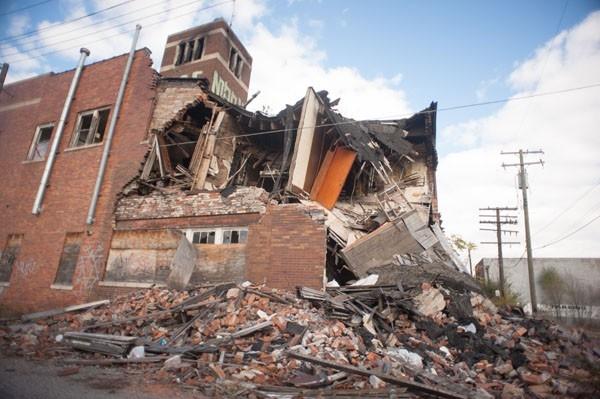 Сами по себе здания уже давно непригодны к эксплуатации.