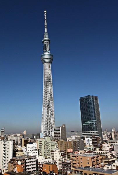А звание самой высокой телебашни перехватила японская конструкция Tokyo Sky Tree, законченная в 2012 году. Для того чтобы сравняться с Варшавской башней токийской не хватает всего 1200 сантиметров, ее задекларированная высота  634 метра.