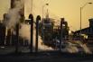 В результате оттока населения целые районы города оказались оставлены жителями. Небоскрёбы, заводы, жилые кварталы стоят заброшенные и разрушаются от времени и вандализма.