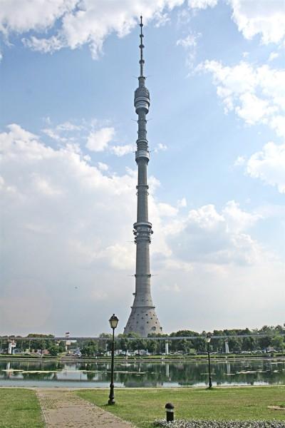 В рейтинг самых высоких зданий мира входит и один из неофициальных символов Москвы - Останкинская башня. Высота здания достигает 540 метров.
