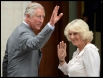 Навестить будущего наследника перед первым выходом на публику прибыл дедушка новорожденного - принц Уэльский Чарльз с супругой герцогиней Корнуольской Камиллой.