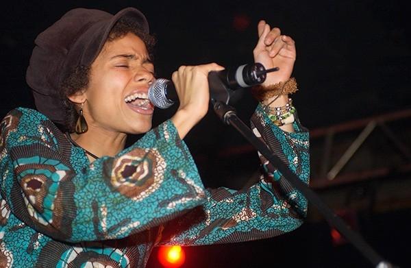Ннека  (Nneka Egbuna) – нигерийская певица в жанре хип-хоп и соул, сегодня работает и живет в Германии. Ннека успешно путешествует со своими концертами по странам Европы и Америки.