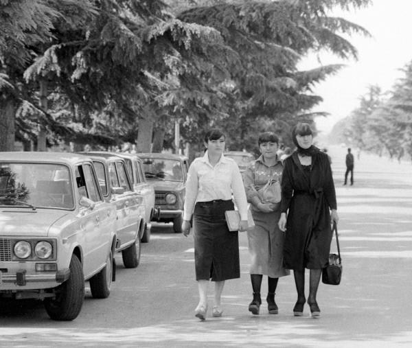 До распада СССР Абхазия и Южная Осетия входили в Грузинскую ССР, однако на волне самоопределения национальных республик бывшего Советского союза обе они выразили желание получить независимость от официального Тбилиси.