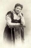 Олив Шрейнер – южно-африканская писательница-феминистка, стала одним из первых пропагандистов марксизма  в Южной Америке. Автор таких произведений, как «История африканской фермы», «Ундина», «От одного к другому».