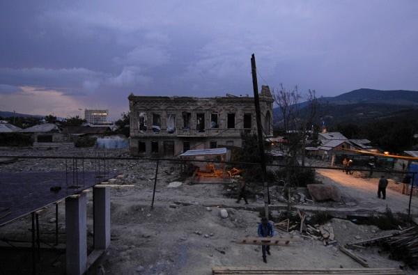 2009 г.  Некоторое время в Северной и Южной Осетии на неофициальном уровне обсуждался вопрос о возможном переносе города, однако, эта идея не получила реального воплощения.