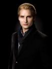 Третье место сотрудники журнала отдали Карлайлу Каллену – отцу семейства вампиров из саги «Сумерки» американской писательницы Стефани Майер. За 373 года жизни он накопил состояние в 46 миллиардов долларов.