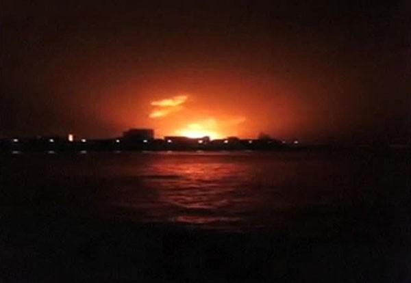 Вначале на подлодке вспыхнул пожар, после чего детонировали несколько ракет и торпед, находившихся на борту, и судно пошло ко дну.