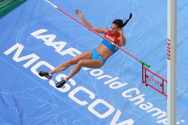 Российская спортсменка Елена Исинбаева в финальных соревнованиях по прыжкам с шестом среди женщин на чемпионате мира по легкой атлетике в Москве.