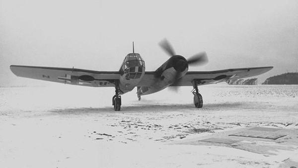 «Бломм+Фосс BV 141» — прототип немецкого разведывательного самолёта. Отличался асимметричным строением планера. Оригинальный вариант самолёта с асимметрично расположенной кабиной и обрубленным горизонтальным оперением, что улучшало обзор.