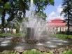 Фонтан «Сноп» Это фонтанная система у Дворца Монплезир  - любимого детища Петра I.  Композиция состоит из фонтана «Сноп», к которому примыкают четыре фонтана-колокола (вода стекает в бассейн тонкой пеленой, создающей иллюзию стеклянного колокола). Фонтан