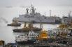 В порту Мумбаи была российская рабочая группа судоремонтного центра «Звездочка». Она занималась обслуживанием взорвавшейся подлодки, которая была произведена в Петербурге на «Адмиралтейских верфях». Никого из россиян на борту «Синдуракшака» не было.