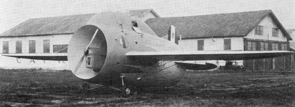 Вначале 30-х годов инженер Луиджи Стипа служивший вВВС Италии предложил оригинальную идею сиспользованием фюзеляжа-трубы для увеличения эффективности винтов. Эта концепция получила наименование «Ala aturbina». Первый полет самолета Stipa, оборудованно
