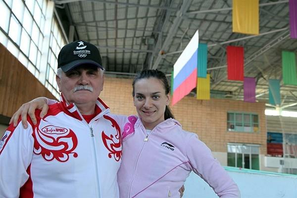 В 1997 году Исинбаева пришла в этот вид спорта. Первым ее тренером был Евгений Трофимов.