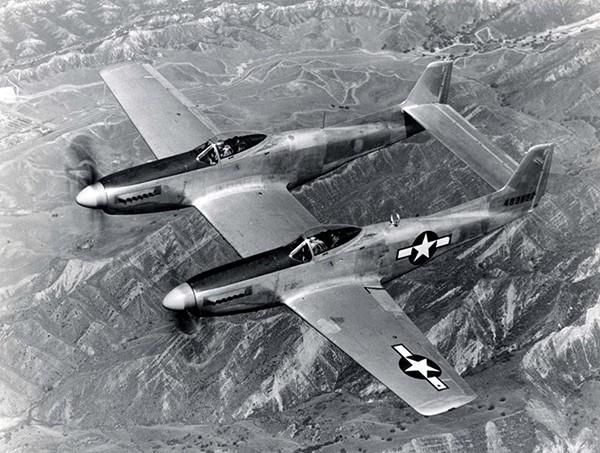 North American F-82 Twin Mustang — американский двухместный дальний истребитель. Известен как последний поршневой истребитель ВВС США. Прототип XP-82 впервые поднялся в воздух 6 июля 1945 года — слишком поздно, чтобы успеть принять участие во Второй мир