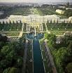Петергоф  был задуман в качестве роскошной царской летней резиденции - своего рода «русского Версаля» - и был основан в начале 18 века императором Петром I.