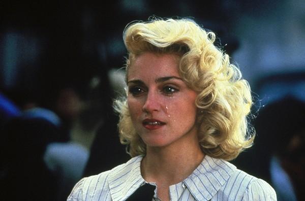 В фильме «Шанхайский сюрприз» (1986) Мадонна поменяла имидж и впервые предстала в голливудском образе соблазнительной голубоглазой блондинки.