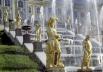 В Верхнем саду - 5 фонтанов с одним каскадом, в Нижнем парке - более 150 фонтанов и 4 каскада.