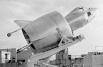 Snecma C-450. Первый свободный вертикальный полет он совершил 6 мая 1959 г., но во время перехода от вертикального к горизонтальному полету 25 июля самолет разбился, пилот Август Морель успел катапультироваться.