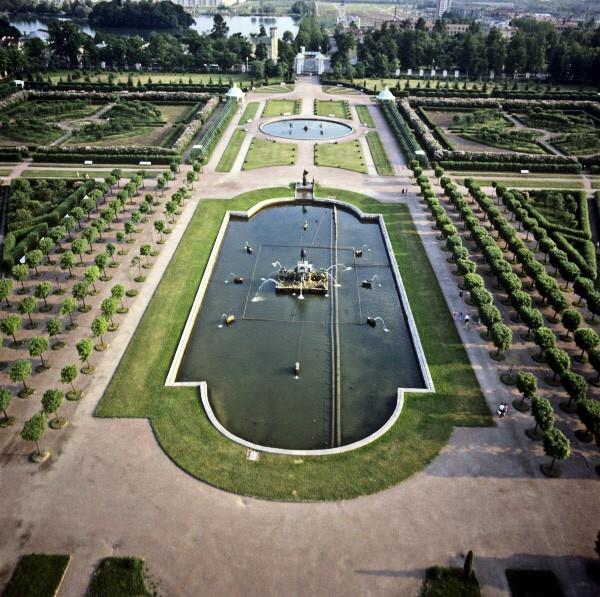 Парк был торжественно открыт в августе 1723 года, к этому времени уже действовала часть фонтанов.
