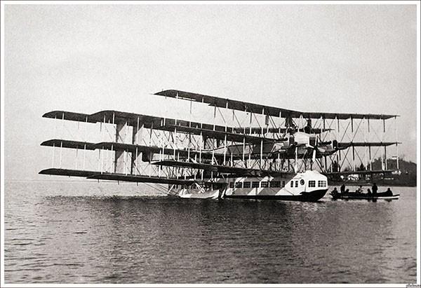 Caproni Ca.60 Noviplano — экспериментальная летающая лодка-авиалайнер. Основное назначение прототипа — обкатка решений перед постройкой 150-местного транс-атлантического лайнера. Самолёт имел необычную аэродинамическую схему: девять крыльев были расположе