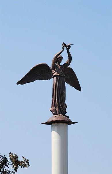 В 2011 году в Беслане на пересечении улиц Сигова и Мира была установлена статуя «Добрый ангел мира», созданная по проекту Олега Олейника и Петра Стронского.