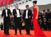 Актер Джордж Клуни, режиссер Альфонсо Куарон , продюсер Дэвид Хейман и актриса Сандра Буллок на премьере фильма «Гравитация», открывающего фестиваль