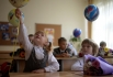 Первоклассники на первом уроке в одной из московских школ.
