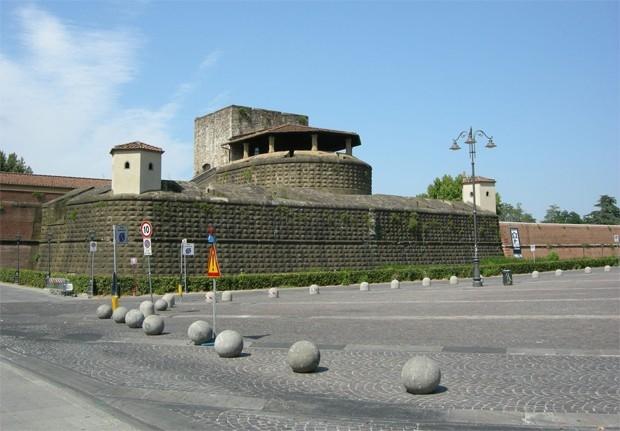 В 2005 году, по решению администрации Флоренции, одна из площадей города была названа в честь жертв теракта - «Площадь мальчиков и девочек Беслана».