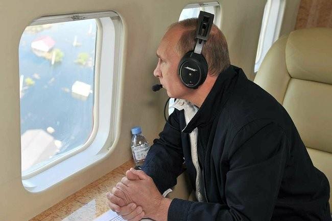 Глава государства осмотрел с воздуха пострадавшие районы.