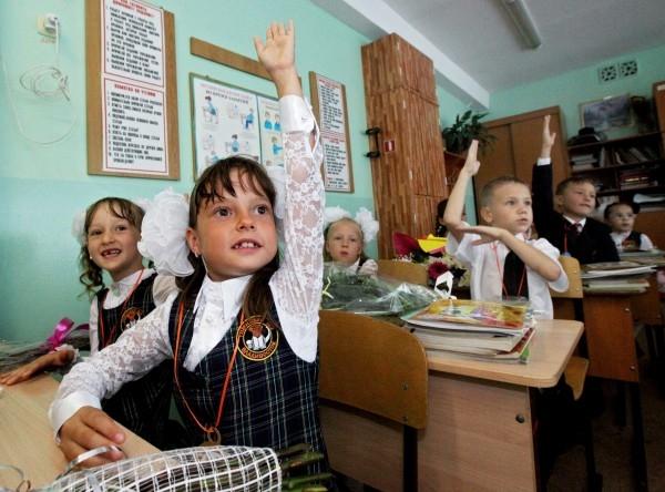 Первоклассники на первом уроке в гимназии Владивостока