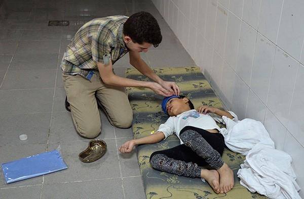 Инспекторы ООН направились к предполагаемому месту применения химоружия близ Дамаска.