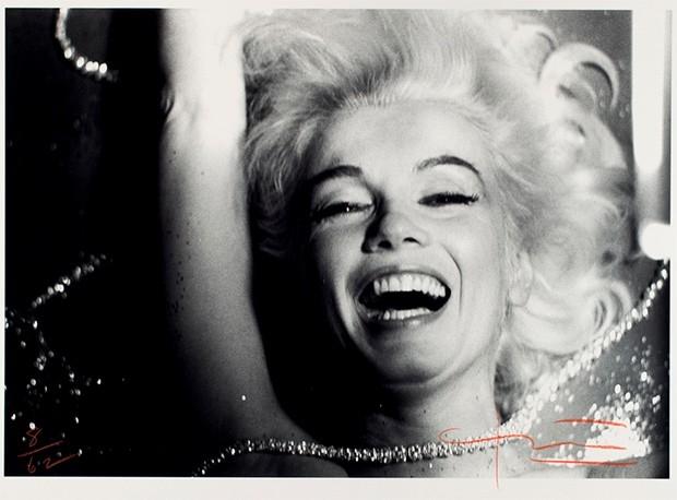 Одна из фотографий Мэрилин Монро, вошедшая в серию The Last Sitting, проданную на аукционе Freeman's.  Эта фотосессия интересна тем, что на ней Штерн работал с Монро наедине, не прибегая к помощи визажистов и ассистентов, в связи с чем снимки были сделаны
