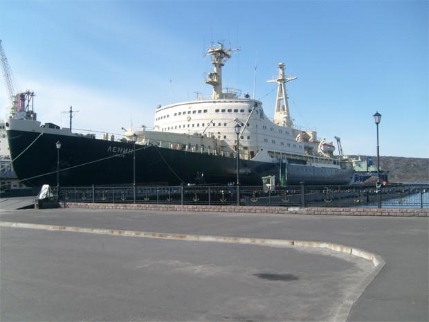 В 1956 году по указу Совета министров СССР на судостроительном заводе им. А. Марти был заложен ледокол «Ленин» - это было первое судно, оснащавшееся ядерной силовой установкой. Атомные ледоколы оказались намного мощнее обычных, а кроме того не нуждались в
