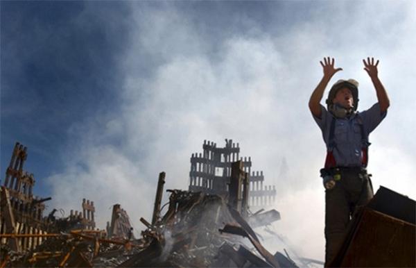 Атака на США, спланированная лидером «Аль-Каиды» Усамой бен Ладеном - такая версия событий окончательно оформилась в течение нескольких дней после катастрофы и стала официальной.