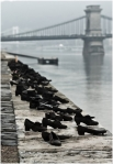 На берегу Дуная в Будапеште установлен памятник жертвам Холокоста. На набережной расположены 53 пары обуви в честь расстрелянных на этом месте — в целях экономии фашисты заставляли заключённых снимать обувь.