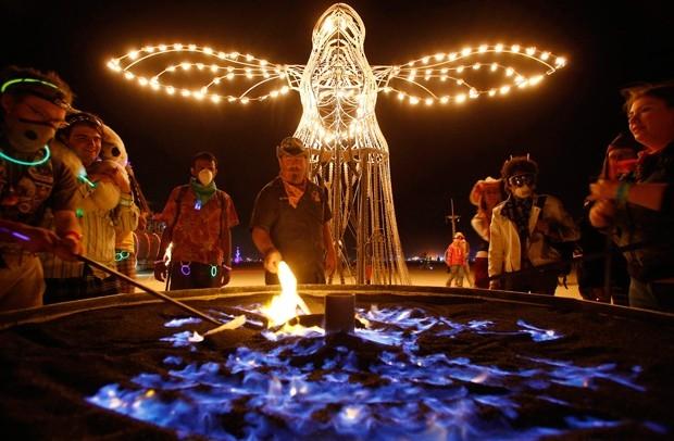 В рамках культурной программы фестиваля проходят не только музыкальные и танцевальные мероприятия, но также песочные шоу и различные перфомансы.