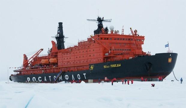 Введенный в эксплуатацию в 2007 году атомный ледокол «50 лет Победы» на сегодняшний день является крупнейшим в мире судном своего класса. Строительство ледокола было заложено в 1989 году, однако было прервано спустя четыре года из-за нехватки финансирован