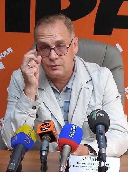 На выборах в Абакане мэрское кресло сохранил действующий глава города Николай Булакин. За него проголосовали почти 82% избирателей. Второй результат показал кандидат от КПРФ Александр Семенов.