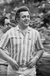 С 1971 года Кобзон стал регулярным участником финальных концертов телевизионного фестиваля «Песня года», а в 1973 году окончил Государственный музыкально-педагогический институт им. Гнесиных по классу вокала.