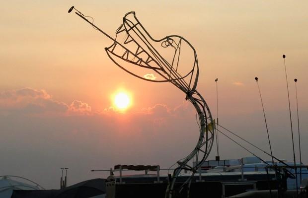 Участникам представлен самый широкий спектр возможностей для самовыражения, так некоторые строят в Неваде полноценные скульптуры.
