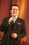 В 1997 году в честь своего 60-летия Кобзон дал концерт под названием «Я песне отдал все сполна» - мероприятие на сцене ГЦКЗ «Россия» продолжалось около десяти часов. На фото: Иосиф Кобзон в 1999 году.